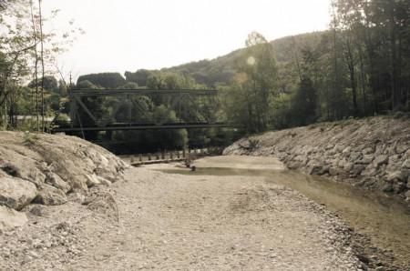 Der Einlaufbereich ist nicht optimal gestaltet und daher wird derzeit (Stand August 2012) bei einem Pegel von 2,0 m die Wasserzufuhr unterbrochen und läßt die Alte Traun trocken laufen.