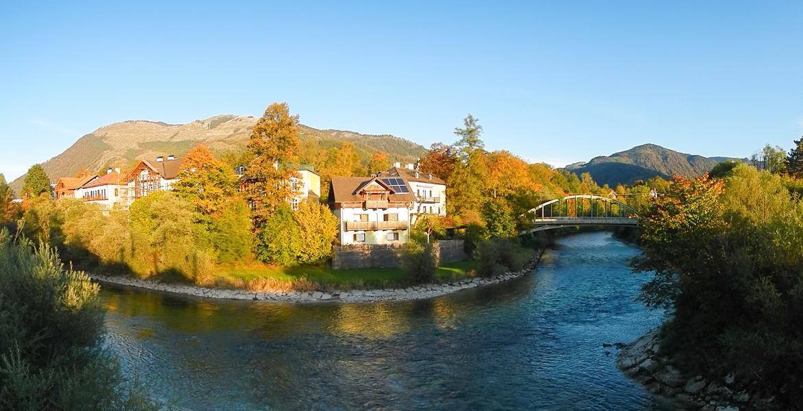 Panoramafoto von der Ischlmündung im Herbst
